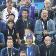 Patrick Bruel, son fils et Jean-Claude Darmon - Célébrités dans les tribunes lors de la demi-finale de la coupe du monde opposant la France à la Belgique à Saint-Pétersbourg, Russie, le 10 juillet 2018. La France a gagné 1-0. © Cyril Moreau/Bestimage