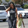 Kim Kardashian et sa fille North à Woodland Hills, le 17 juillet 2018.