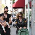 Exclusif - Russell Brand se balade avec sa femme Laura Gallacher et sa fille Mabel dans les rues de Beverly Hills, le 29 janvier 2018.