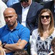 Eric Judor et sa compagne - People dans les tribunes des Internationaux de France de tennis de Roland Garros à Paris. Le 28 mai 2015