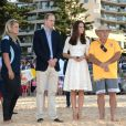Le prince William et la duchesse Catherine de Cambridge (Kate Middleton) le 18 avril 2014 sur la plage à Manly Beach, Sydney, en Australie.