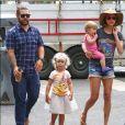 Jack Osbourn, Lisa Stelly et leurs filles Pearl Clementine et Andy Rose. Septembre 2016.