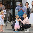 Jack Osbourne retrouve son ex épouse Lisa Stelly pour passer la journée avec leurs enfants Pearl, Andy Rose et Minnie Theodora à Studio City. Le 21 mai 2018