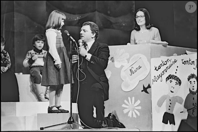 Jacques Martin animant L'Ecole des Fans, avec Nana Mouskouri comme invitée, en 1978.