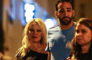 Pamela Anderson et Adil Rami : Complices et amoureux pour un restaurant branché