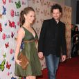 Jennifer Love Hewitt et son compagnon Jamie Kennedy, le couple prend plaisir à poser pour les photos - Soirée LG Rumorous Night à Hollywood le 28 avril 2009