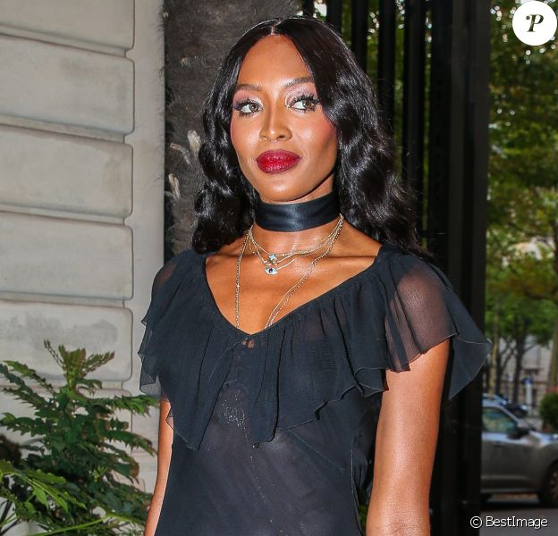Exclusif - Naomi Campbell quitte l'hôtel Shangri-La et se rend dans un appartement privé à Paris le 2 juillet 2018.