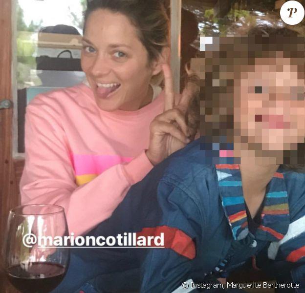 Capture d'écran de Marion Cotillard et son fils Marcel, publié sur le compte public de Marguerite Bartherotte le 27 août 2018.
