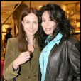 Elsa Zylberstein et Yamina Benguigui à la soirée Tod's donnée le 28 avril 2009, rue du Faubourg St Honoré.