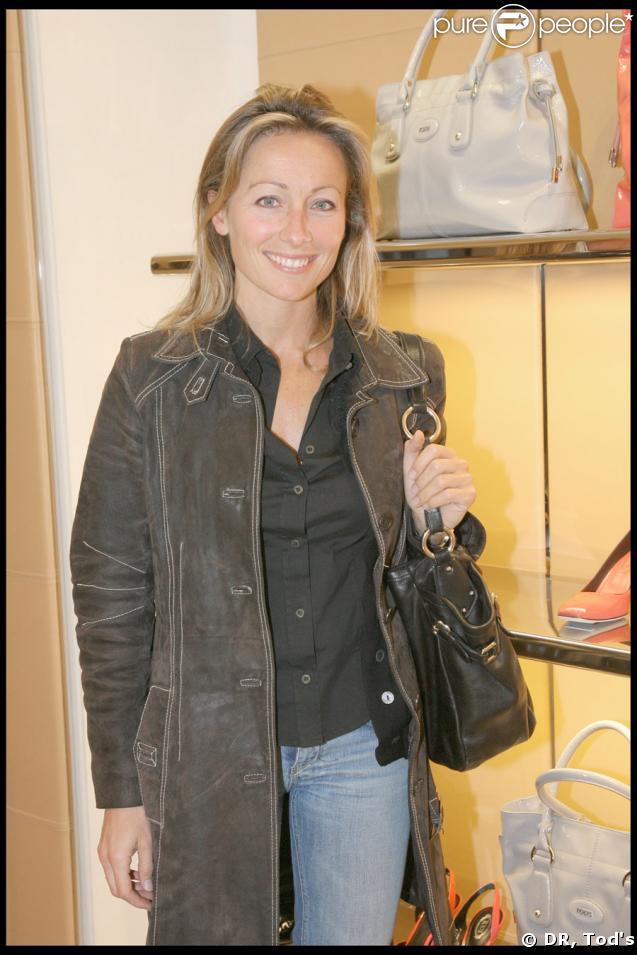 Anne-Sophie Lapix ravissante comme toujours, à la soirée Tod's donnée le 28 avril 2009, rue du Faubourg St Honoré.