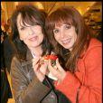 Chantal Lauby, Victoria Abril et leurs fraises, lors de la soirée Tod's organisée le 28 avril 2009, rue du Faubourg St Honoré