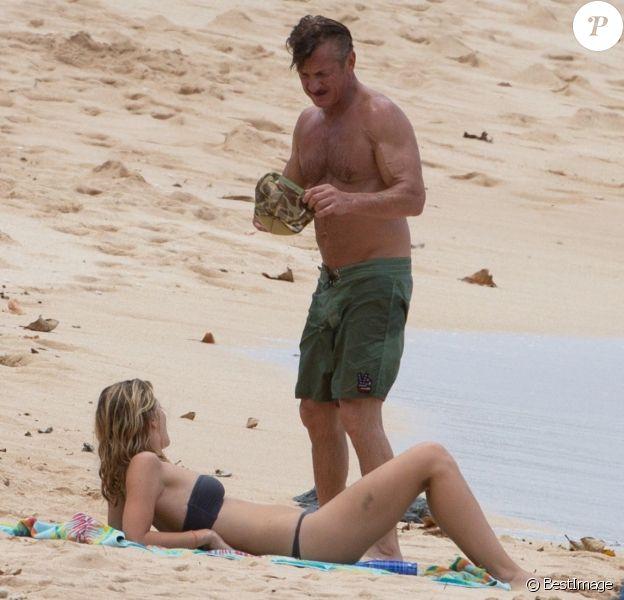 Exclusif - Sean Penn et sa compagne Leila George en vacances à Honolulu à Hawaï. Le 13 aout 2018.