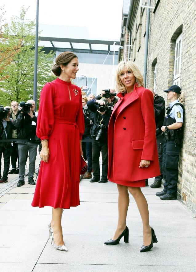 brigitte macron et la princesse mary de danemark un tandem styl rouge passion purepeople. Black Bedroom Furniture Sets. Home Design Ideas