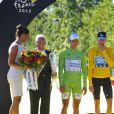 Thomas Voeckler sur le podium du Tour de France 2012 en tant que porteur du maillot à pois du meilleur grimpeur.