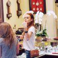 Lilo dans une boutique de bijoux à L.A.
