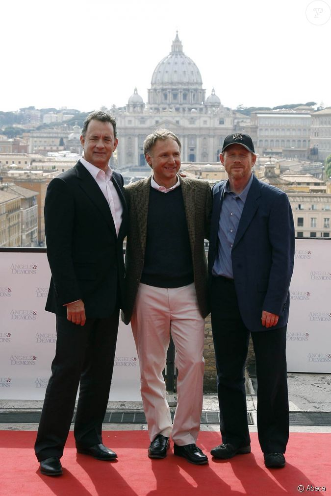 Tom hanks dan brown et ron howard lors de la promotion de for Saint 3 mai