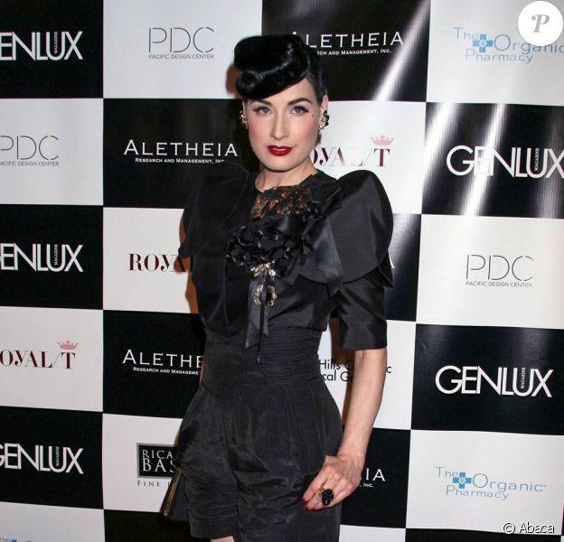 Une magnifique Dita von Teese, lors de la soirée BritWeek Fashion Show, organisée par Genlux Magazine, au Pacific Design Center de West Hollywood, à Los Angeles, le 2 mai 2009 !