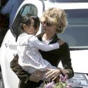 Meg Ryan : pause shopping parfumée avec son adorable fille Daisy !