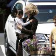 Meg Ryan et sa fille Daisy font des courses.