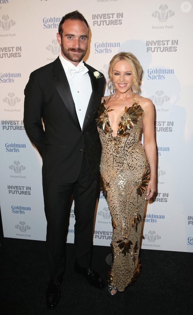 """Kylie Minogue et son ex-compagnon Joshua Sasse au dîner de gala """"Prince's Trust Invest in Futures"""" à Londres le 4 février 2016."""