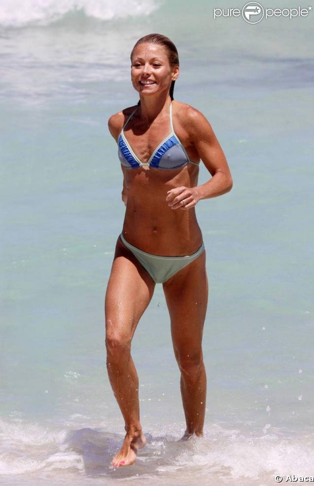 Kelly Ripa sur une plage de Miami le 5 mai 2009