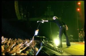 Johnny a commencé son concert à Saint Etienne... et c'est la folie !