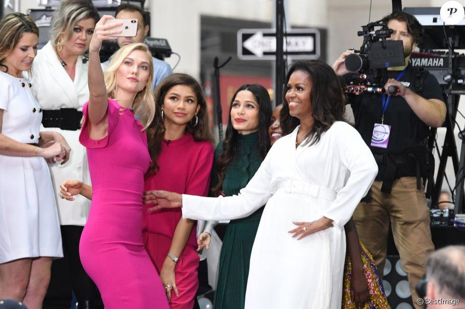 """Karlie Kloss, Zendaya, Kelly Clarkson, Freida Pinto et Michelle Obama sur le plateau de l'émission """"NBC's Today"""" pour célébrer la """"Journée internationale de la Fille"""" à New York, le 11 octobre 2018."""