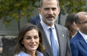 Letizia d'Espagne : Si belle en look masculin-féminin au côté de Felipe VI