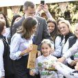 """Le roi Felipe VI et la reine Letizia d'Espagne visitent le village de Moal, élu """"plus beau village Asturien"""", le 20 octobre 2018."""