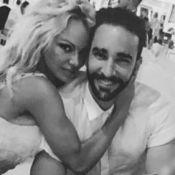 Pamela Anderson crie son amour pour Adil Rami tout en français...