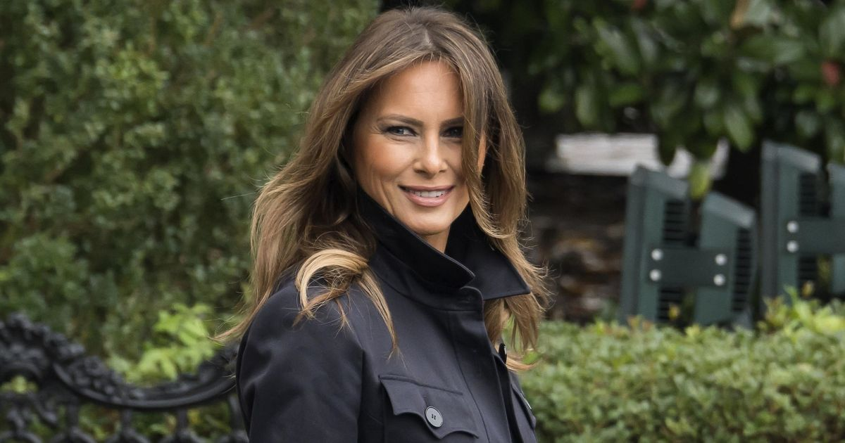 melania trump nue dans le bureau ovale son sosie menac de mort purepeople. Black Bedroom Furniture Sets. Home Design Ideas