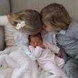 La princesse Adrienne de Suède accueillie à la maison à Stockholm par sa grande soeur la princesse Leonore et son grand frère le prince Nicolas, suite à sa venue au monde le 9 mars 2018. Photo partagée sur Instagram par leur maman la princesse Madeleine de Suède.