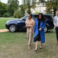 "Meghan Markle, duchesse de Cambridge, reçoit les femmes qui apparaissent dans le livre de recettes ""Together, our community cookbook"" au palais Kensington à Londres le 20 septembre 2018."