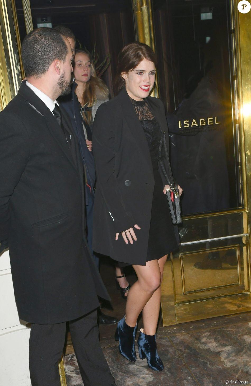 La princesse Eugenie d'York quittant la soirée privée Casamigos organisée au restaurant Isabel à Londres le 2 novembre 2018, sa première apparition depuis son mariage le 12 octobre avec Jack Brooksbank, ambassadeur de la marque de tequila de George Clooney et Rande Gerber.