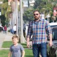 Jennifer Garner et son ex Ben Affleck se retrouvent avec leurs enfants Violet, Seraphina et Samuel après la messe dominicale à Pacific Palisades, le 4 novembre 2018  Please hide children face prior publication After arriving separately for Sunday church services, Jennifer Garner and ex Ben Affleck share an affectionate moment together after church lets out, where Ben comes over to Jennifer, puts his hand on her shoulder and chats with her briefly before leaving. The kids arrived for services with Ben, but could be seen later leaving with Jen. 4th november 201804/11/2018 - Los Angeles