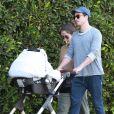 Exclusif - Ben Feldman et sa femme Michelle Mulitz promène leur enfant à Los Feliz le 1 juin 2018.