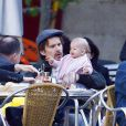 Ethan Hawke et sa femme Ryan Shawhughes se baladent avec leur fille Clementine à Madrid