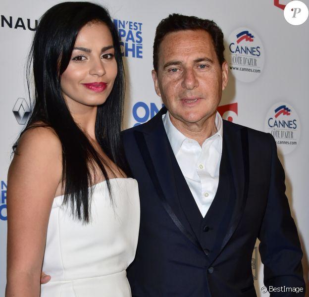 """Eric Besson et sa femme Jamila - Photocall de l'enregistrement de l'émission """"On n'est pas couché"""" à la Villa Domergue de Cannes le 18 mai 2016. © Veeren-Gorassini/Bestimage"""