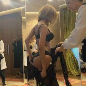 Zahia Dehar : En string dans son salon, la bombe régale ses fans
