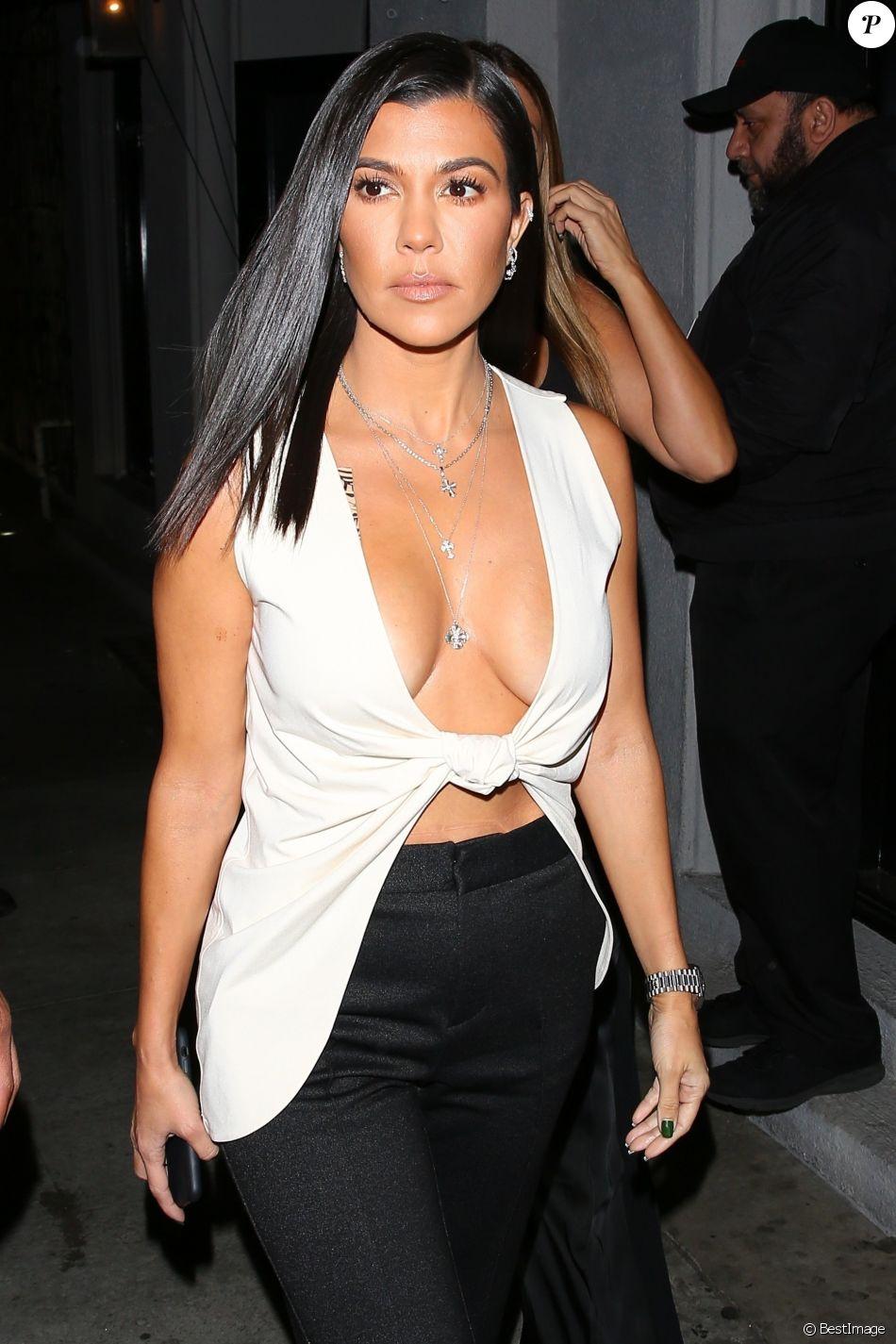 """Kourtney Kardashian arrive à l'inauguration du """" Dreams Gallery """" à Los Angeles Le 16 novembre 2018."""