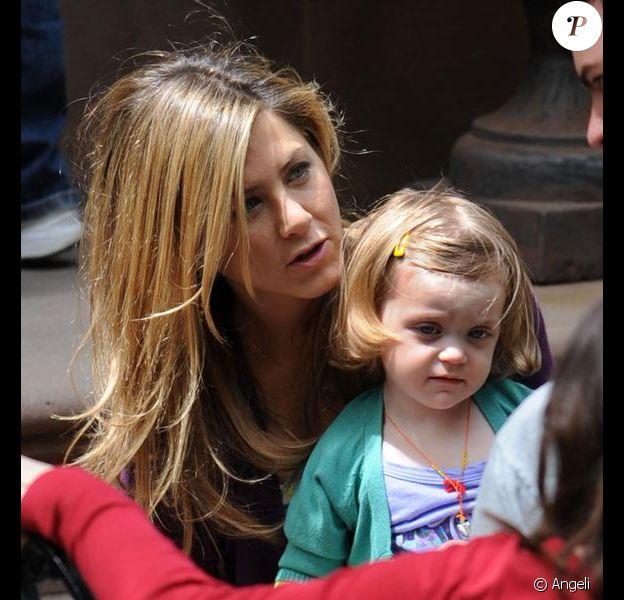 Jennifer Aniston et une adorable petite fille sur le tournage de The Baster