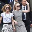 """Vanessa Paradis (épouse Benchetrit) et sa fille Lily-Rose Depp - Sorties du défilé de mode """"Chanel"""", collection Haute-Couture automne-hiver 2018/2019, à Paris. Le 3 juillet 2018 © CVS-Veeren / Bestimage"""
