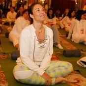Natasha St-Pier et Inès de la Fressange jouent les yogis solidaires