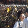 Exclusif - Shia LaBeouf et sa nouvelle compagne FKA Twigs se câlinent et s'embrassent dans les rues de Studio City. Los Angeles, le 6 novembre 2018.