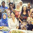 """Meghan Markle apporte son soutien au livre de recettes de l'association """"The Hubb Community Kitchen"""" au centre culturel musulman Al Manaar, à l'ouest de Londres, après l'incendie de la tour Grenfell. La duchesse de Sussex en a écrit l'introduction. Le 17 septembre 2018."""