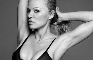 Pamela Anderson nue sous un top transparent :