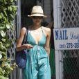 Jessica Alba est bien dans ses chaussures Darel et sa longue robe verte