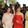 Claudia Cardinale et Laura Morante lors de la montée des marches avant l'hommage à Antonioni, au Festival de Cannes, le 20 mai 2009