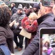 Jennifer Lopez et sa mère Guadalupe Rodriguez bousculées par les fans à leur arrivée à Sirius Radio à New York, le 12 décembre 2018