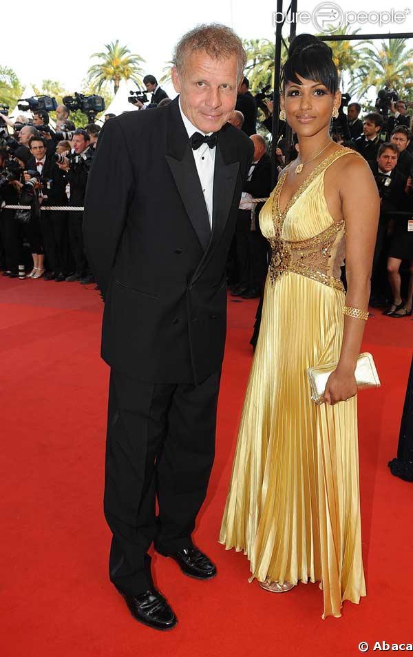 """Patrick Poivre d'Arvor et une amie Alexandra Baldeh lors de la montée des marches avant la projection d'""""Inglourious Basterds"""" au Festival de Cannes le 20 mai 2009"""